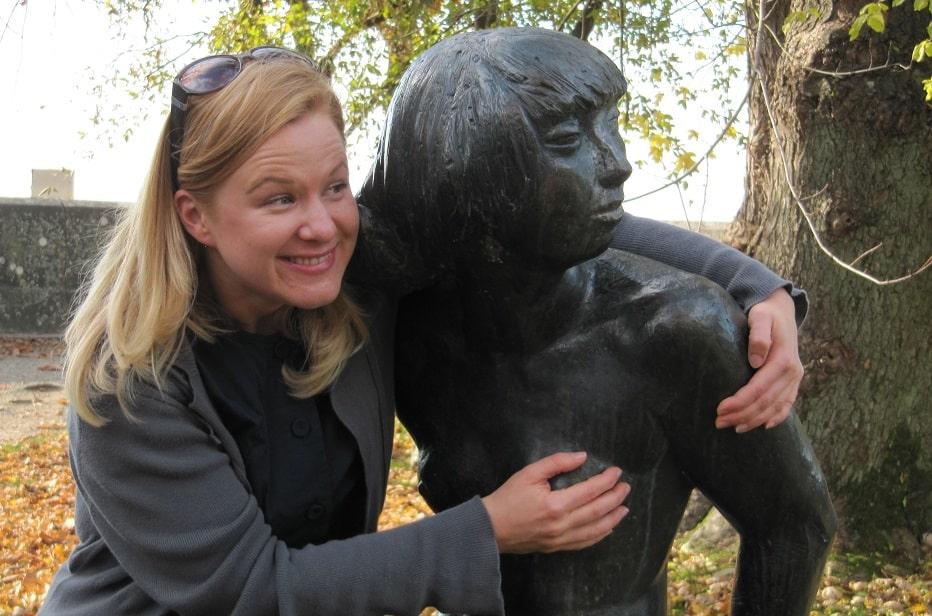 nora statue 4